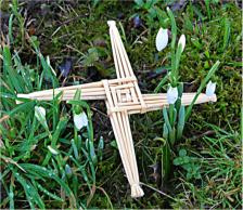 Brighid's cross amongst snowdrops (c)Cornmother